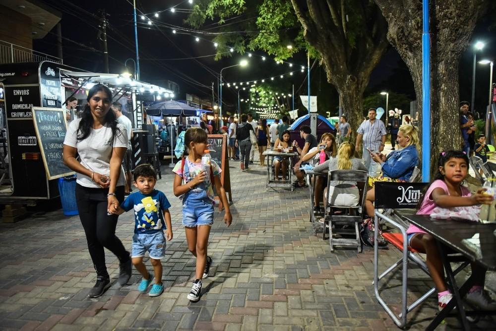 Más de 3 mil personas disfrutaron de la Peatonal de Verano